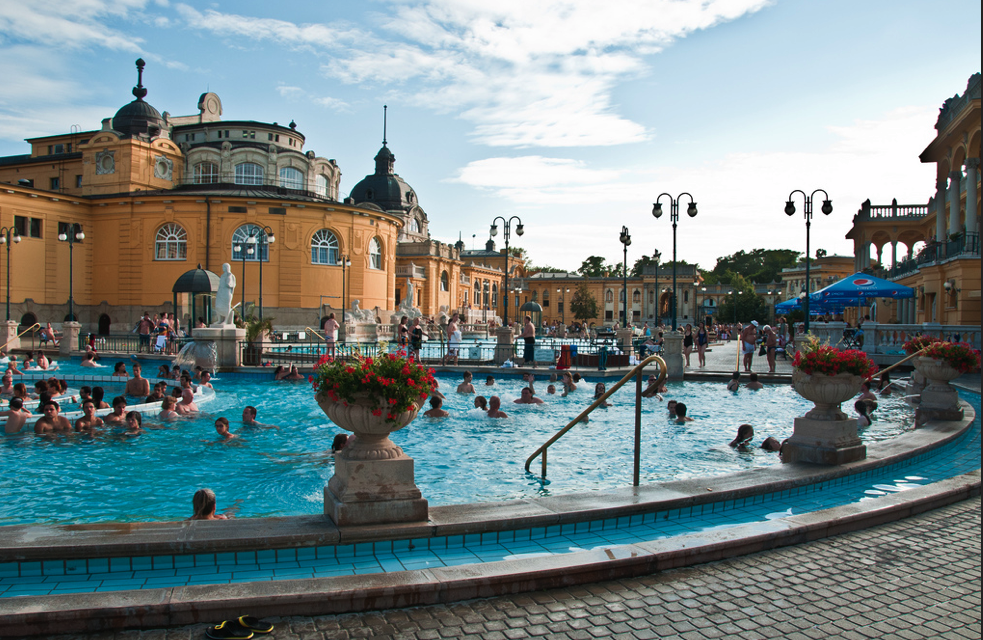 Budapest Szechenyi Bath and Pool - photo by Graeme Churchard
