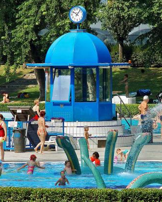 Dagaly Baths - child friendly lido in Budapest