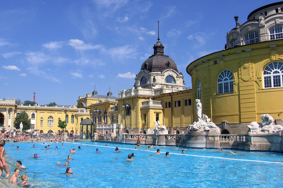 Szechenyi Baths and Pool - photo by Vlasta Juricek