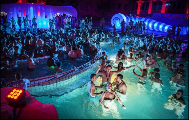 Come to Aquaventure at Atlantis The Palm and experience the best water park in Dubai. Aquaventure is packed with some of the most thrilling, record-breaking water rides. Buy your ticket today!