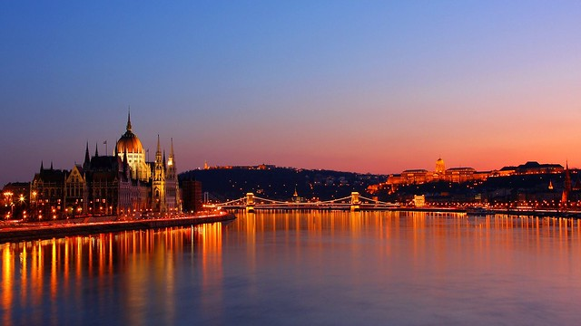 Budapest 10pm Cruise and Szechenyi Baths Fast Track Entry Package Deal